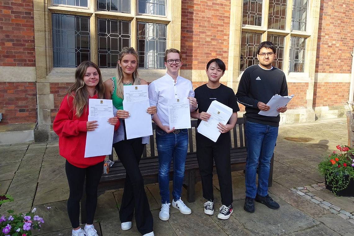 Congratulations to the Fifth Years on their GCSE results